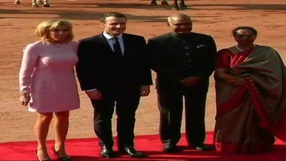 राष्ट्रपति भवन में गार्ड ऑफ ऑनर देकर किया गया मैक्रों का स्वागत