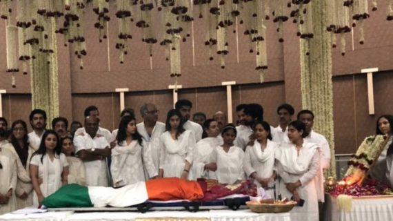 RTI में खुलासा, फडणवीस के आदेश पर हुआ था श्रीदेवी का राजकीय सम्मान के साथ अंतिम संस्कार