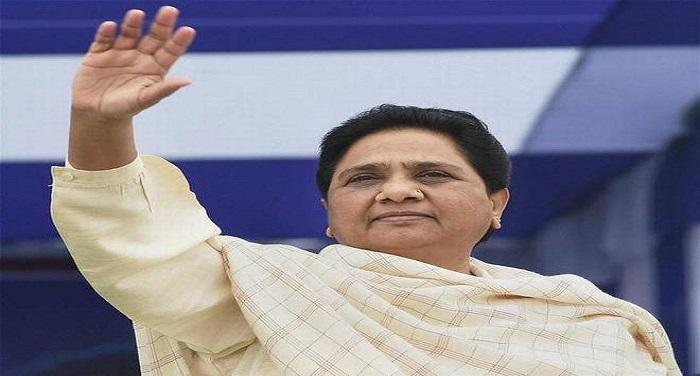 Mayawati मायावती के चहेते अधिकारी ने लगाया आरोप, बसपा के शासनकाल में कमज़ोर किया गया एससी/एसटी एक्ट