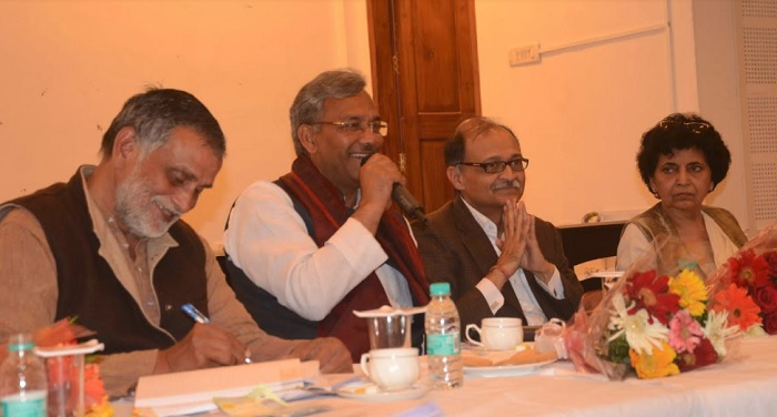 सीएम रावत से की मुख्यमंत्री आवास पर पीआरएसआई के निदेशक डॉ.अजीत पाठक ने मुलाकात