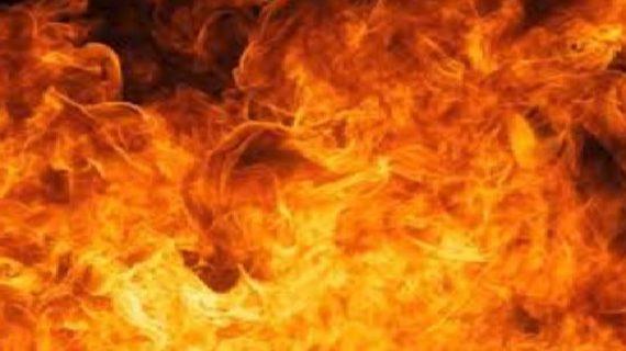 भाई के आपत्तिजनक हालत में देखने पर बहन ने लगाई खुद को आग