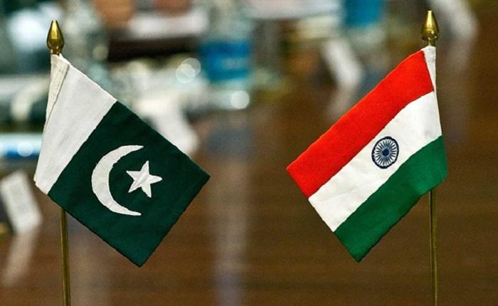 india pakistan flags पाकिस्तान सरकार का यू-टर्न, आयात के फैसले पर पलटी...