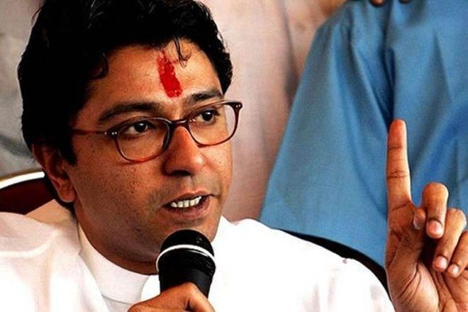 राज ठाकरे का विरोध विफल, सरकार ने स्कूली छात्राओं को फ्री में दिखाई 'पैडमैन'