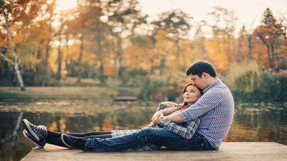 अगर आपकी गर्लफ्रेंड भी रुठ जाती है बार-बार तो ऐसे मनाएं, दोनों के बीच बढ़ेगा प्यार