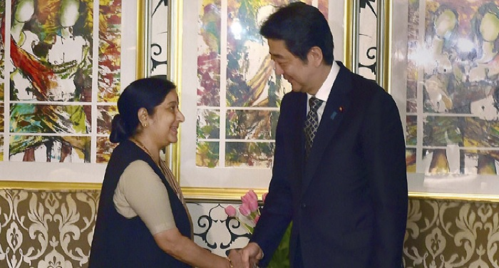 sushma swaraj 1 विदेश मंत्री सुषमा स्वराज ने जापान के प्रधानमंत्री शिंजो आबे से मुलाकात की
