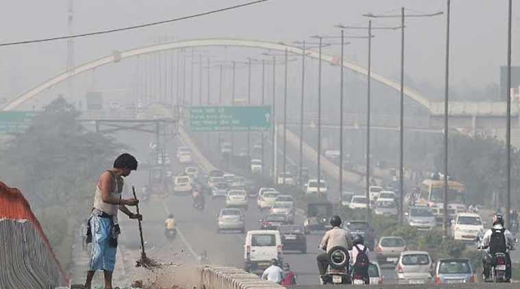 sweeper स्वच्छ भारत अभियान के बीच दम तोड़ रही ज़िंदगी, 5 साल में 877 कर्मचारियों की हो चुकी है मृत्यु