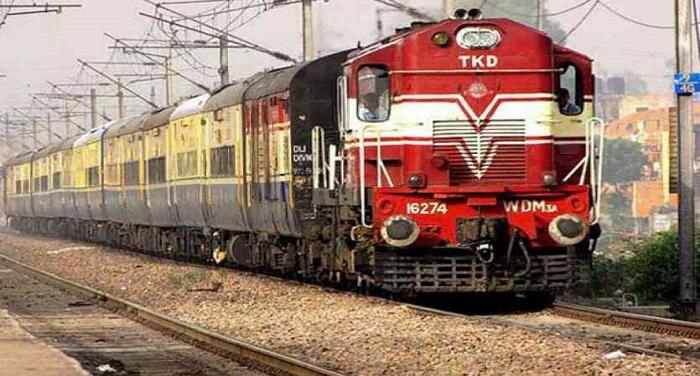 train 1 2004388 835x547 m सब्जी मंडी से निकली गाड़ी, जाना था नई दिल्ली पहुंच गई पुरानी दिल्ली