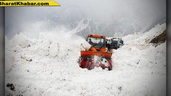 हिमाचल प्रदेश के रोहतांग में भारी बर्फबारी, इंटरनेट के साथ मोबाइल सेवा दो दिनों के लिए बंद