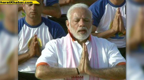 LIVE: देहरादून में पीएम मोदी ने किया 55 हजार लोगों के साथ योग
