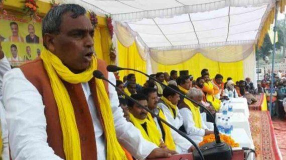 यूपी मंत्री राजभर के शराब वाले बयान पर भड़की सपा, घर के बाहर किया हंगामा