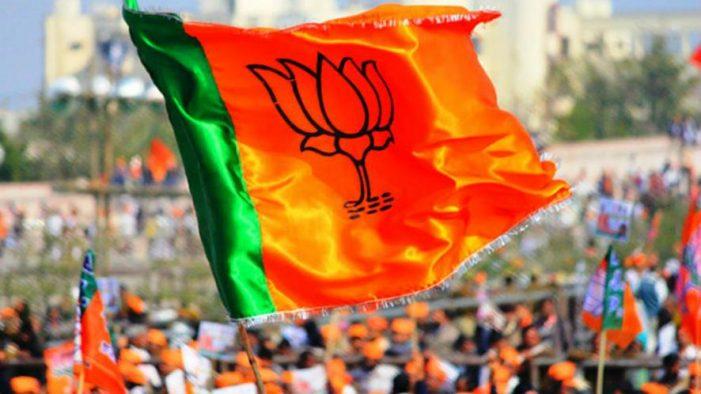 बीजेपी ने राहुल पर साधा निशाना, पूर्व के मामलों में क्यों नहीं निकाला कैंडिल मार्च
