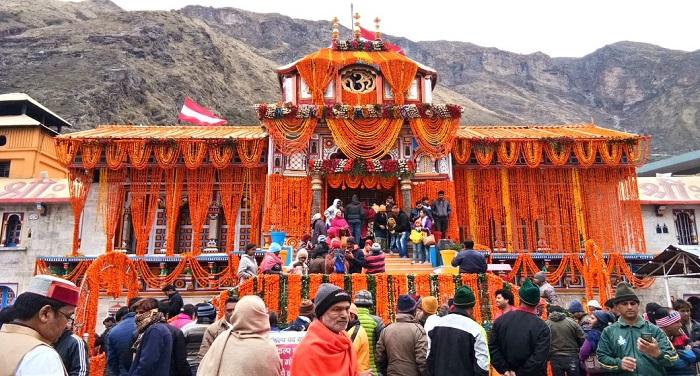 उत्तराखंड में गढ़वाल के उच्च हिमालयी क्षेत्र में स्थित चारों धामों में सबसे प्रमुख बद्रीनाथ के कपाट खुले