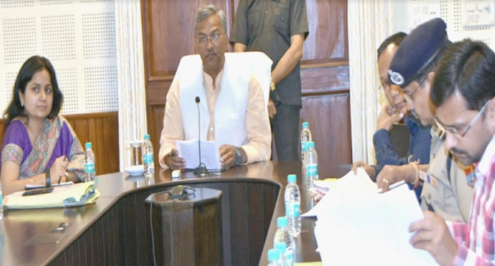 सीएम रावत ने वीडियो कांफ्रेंसिंग के माध्यम से प्रदेश के सभी जनपदों में विकास एवं कानून व्यवस्था की समीक्षा की