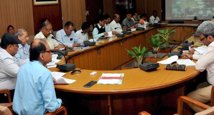 सचिवालय में चारधाम ऑल वेदर रोड की प्रगति की समीक्षा करते हुए मुख्य सचिव उत्पल कुमार सिंह