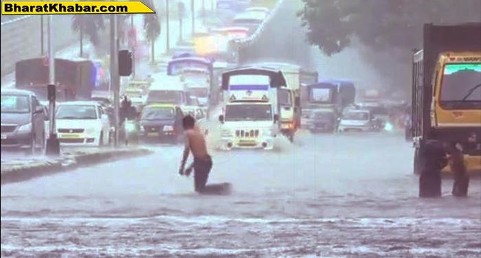 mumbai rain भारी बारिश के चलते देहरादून में टूट गईं सड़कें, बहीं कारें, प्रशासन ने जारी किया एलर्ट