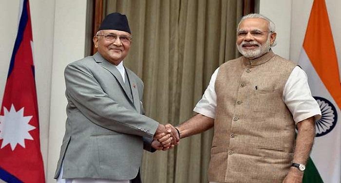 narendra modi and kp sharma इस्लामाबाद में सार्क समिट के लिए भारत को राजी करेगा नेपाल!
