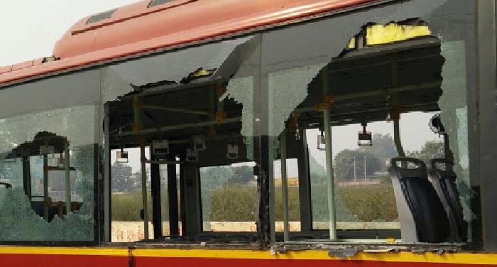 st bas नंदूरबार में भारत बंद के समर्थन में एसटी बस की तोड़फोड़