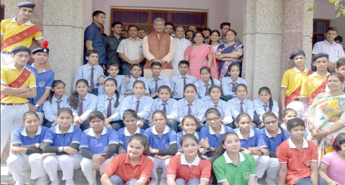 मुख्यमंत्री ने बोर्ड परीक्षा में शीर्ष स्थान प्राप्त करने वाले मेधावी छात्र-छात्राओं को किया सम्मानित