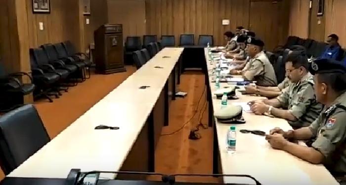 अनिल के0 रतूड़ी ने पुलिस महानिदेशक के साथ वीडियो कॉन्फ्रेसिंग के जरिए समीक्षा बैठक ली
