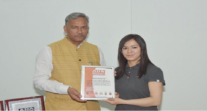 सीएम रावत ने पर्वतरोही अमीषा चौहान से की मुलाकात, सफल प्रयास के लिए दी बधाई