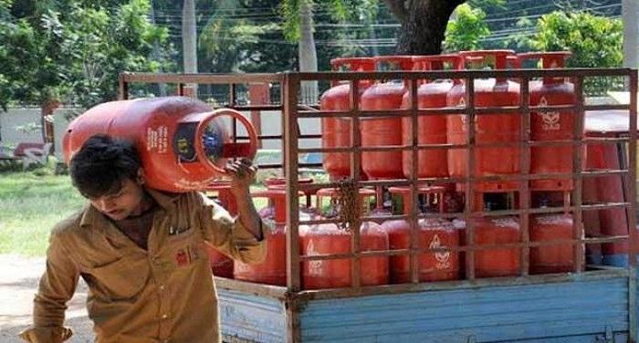 LPG gas Fraud LPG Hike: फिर जनता को लगा झटका, हफ्ते में दूसरी बार महंगा हुआ घरेलू गैस सिलेंडर