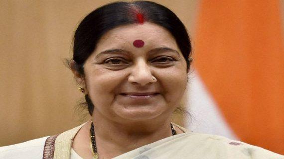 युवक ने मांगी सुषमा से मदद, विदेश मंत्री ने लिखा जम्मू-कश्मीर से होते तो मिलती मदद