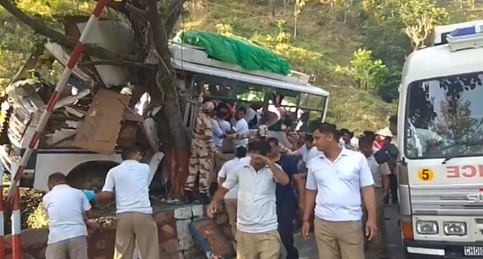 बद्रीनाथ से लगभग 100 किलों मीटर दूर हुआ गंभीर हादसा, 20 लोग घायल