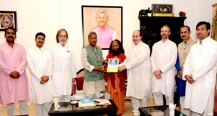 मुख्यमंत्री त्रिवेंद्र सिंह रावत से मिला महर्षि वैदिक यूनिवर्सिटी का प्रतिनिधिमंडल