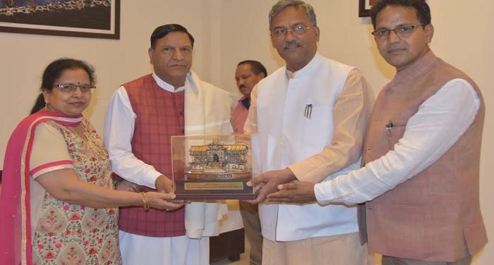 cm rawat 3 सीएम रावत से हिमाचल प्रदेश के विधानसभा अध्यक्ष डॉ. राजीव बिन्दल ने भेंट की