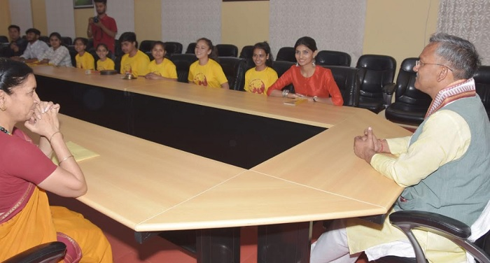 सीएम रावत से की मुख्यमंत्री आवास में नन्ही दुनियां के प्रतिनिधिमण्डल ने शिष्टाचार भेंट
