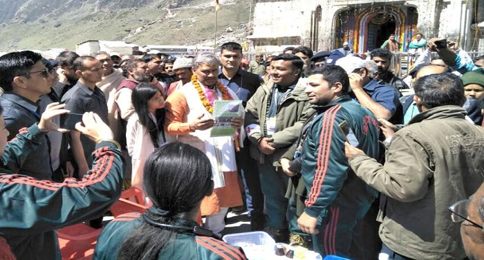 cm rawat 9 मुख्यमंत्री त्रिवेन्द्र सिंह रावत ने केदारनाथ धाम पहुंचकर पूजा-अर्चना की