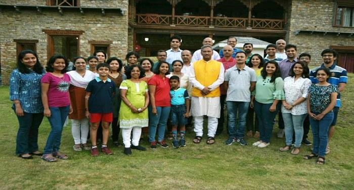 सीएम रावत से शिष्टाचार भेंट करते हुए पुणे से उत्तराखण्ड भ्रमण पर आये 30 सदस्यीय पर्यटकों का दल