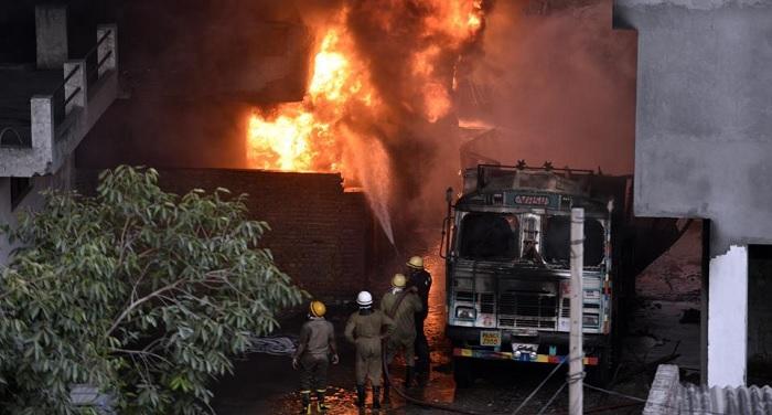 malviya nagar दिल्ली: मालवीय नगर में रबड़ गोदाम में लगी आग में मालिक गिरफ्तार, MCD से बिना इजजात बनवाया था गोदाम