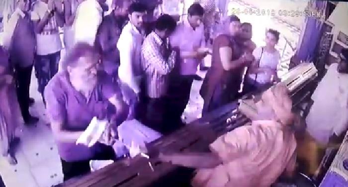 पुष्कर ब्रह्मा मंदिर में हुए हमला, युवक ने लोगों पर किया हमला