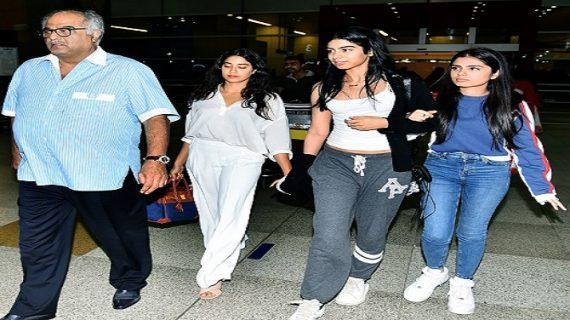 श्रीदेवी का अवॉर्ड लेने बेटियों के साथ दिल्ली पहुंचे बोनी कपूर