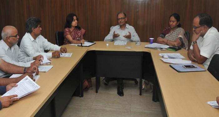 मुख्य सचिव उत्पल कुमार सिंह ने की सचिवालय में कर्मचारी संगठनों के साथ बैठक
