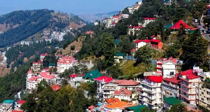 मनाली हिमाचलः मनाली में पर्यटन सीजन खत्म होने से पहले पर्यटकों की संख्या घटी,टैक्सी करोबारियों को लगा झटका