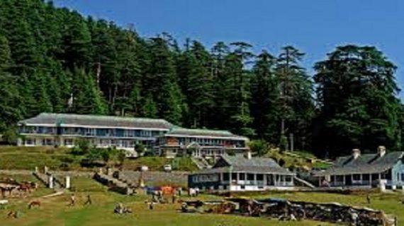 हिमाचलः त्रियूंड की पहाड़ियों की हरियाली को बनाए रखने के लिए वन अधिकारी कमेटी ने एस.डी.एम. को दिया ज्ञापन