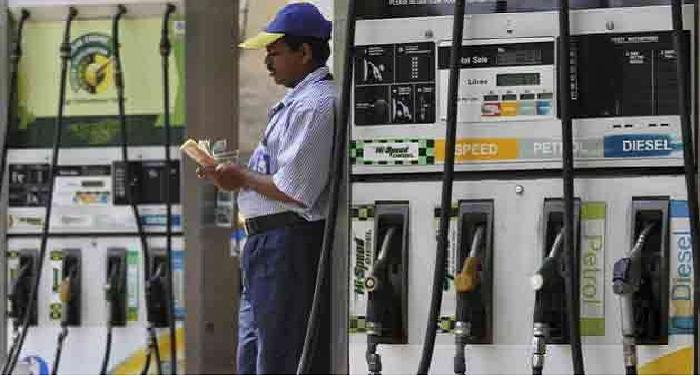 Untitled 51 आम आदमी ने भरी राहत की सांस, पेट्रोल-डीजल की कीमतों में आई गिरावट