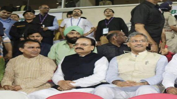 सीएम रावत ने राजीव गांधी अंतर्राष्ट्रीय क्रिकेट स्टेडियम रायपुर, देहरादून में T-20 क्रिकेट श्रृंखला देखने पहुंचे