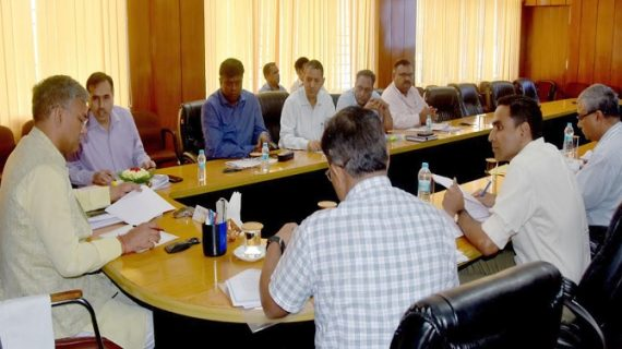 सीएम रावत ने सचिवालय में आयोजित बैठक में दायित्वों के विभाजन से सम्बन्धित प्रकरणों की समीक्षा की गई