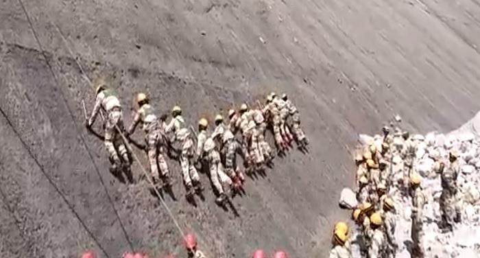 17 हजार फीट की ऊंचाई पर ग्लेसियरों में सेना की खतरनाक ट्रेनिंग