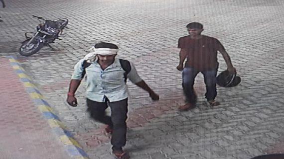 पेट्रोल पंप पर लुटेरों का धावा, दो लोगों को मारी गोली, कैश भी लूटा