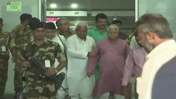 'गोपालगंज टू रायसीना: माई पॉलिटकिल जर्नी' में लालू ने खोला नीतीश कुमार का ये राज