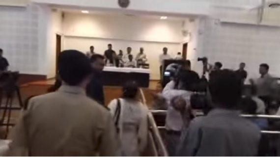 सीएम के जनता दरबार में महिला ने किया जमकर हंगामा, पुलिस ने किया महिला को गिरफ्तार