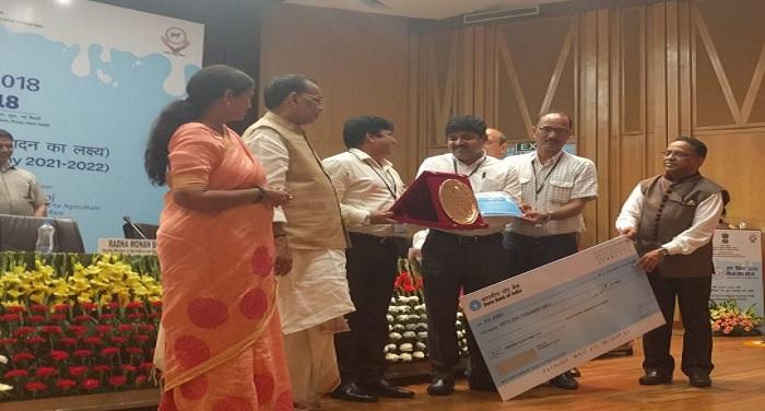 meenakshi विश्व दुग्ध दिवस कार्यक्रम: दुग्ध उत्पादन एंव राष्ट्रीय गोकुल मिशन में उत्तराखंड को मिला सर्वश्रेष्ठ अवॉर्ड, बेहतरीन कार्य के लिए पशुपालन सचिव सुंदरम को किया गया सम्मानित