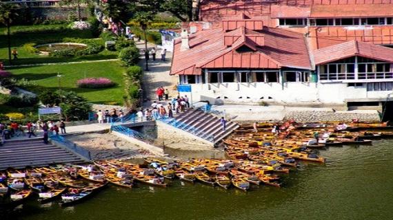 नैनीताल में पर्यटकों से हुआ हाउस फुल पर्यटन विभाग ने बैनर लागाकर पर्यटकों को जागरूक किया