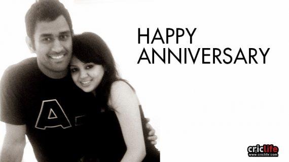 धोनी को शादी की सालगिरह मुबारक हो