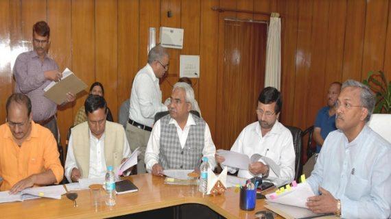 सीएम रावत ने सचिवालय से वीडियो कान्फ्रेसिंग के जरिए विधानसभा क्षेत्रों की समीक्षा की