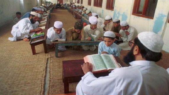 मदरसों के छात्रों का ड्रेस बदलेगी योगी सरकार! राज्य मंत्री मोहसिन रजा ने दी जानकारी